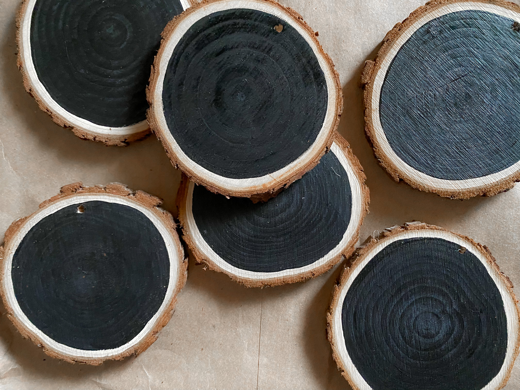 Wood slices with the black chalkboard paint on them